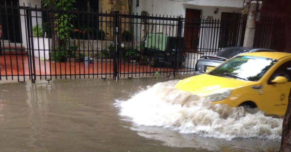 Así se ponen las vías del barrio Jardín cuando caen las lluvias.