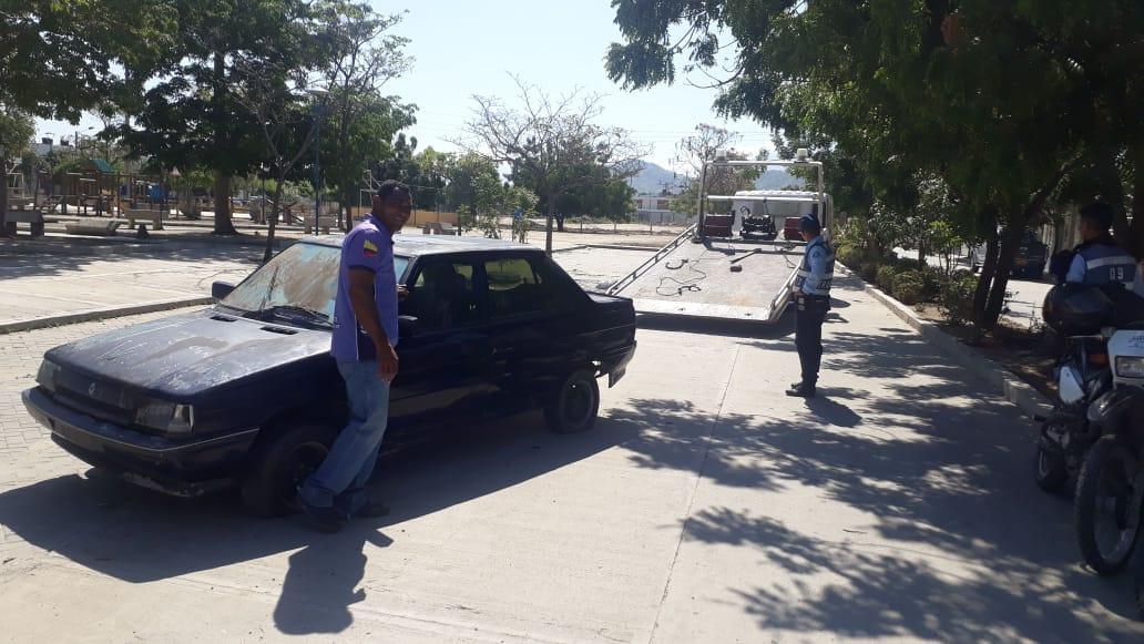 Aquellos carros cuyos propietarios no atienden los llamados de atención, son retirados de las calles.