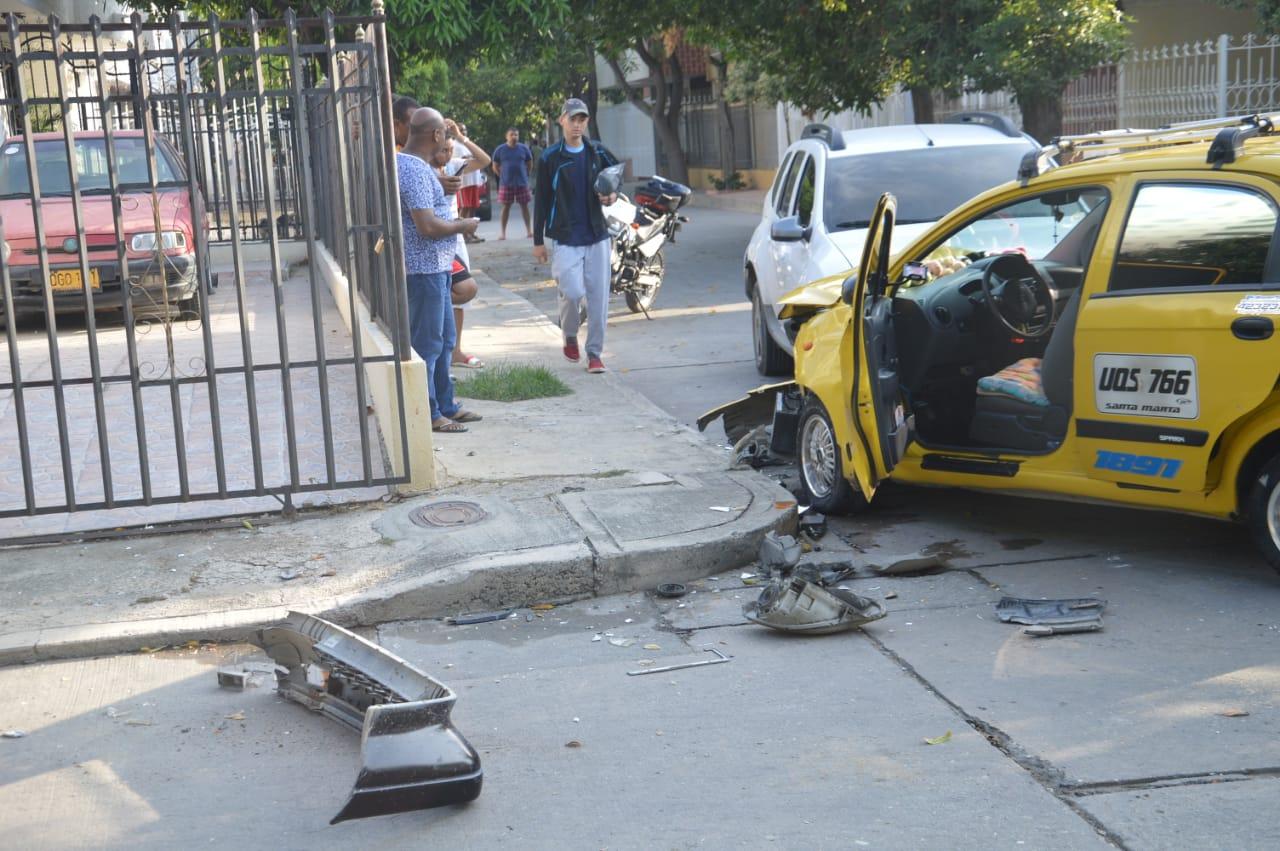Tres personas resultaron heridas en el accidente.