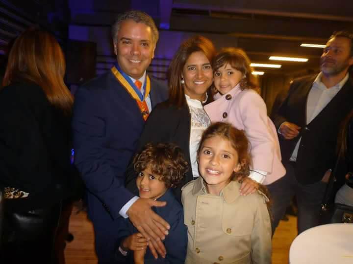 Iván Duque con su esposa e hijos.