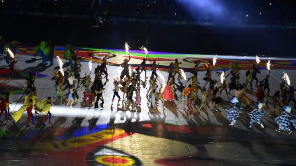 Puesta en escena durante el show inaugural.