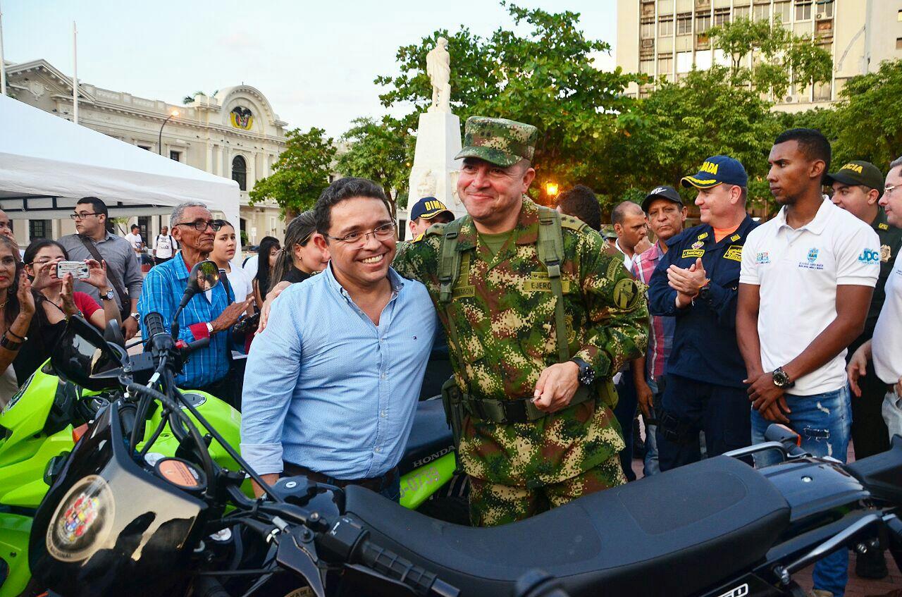 El Ejército también recibió dotación de vehículos.