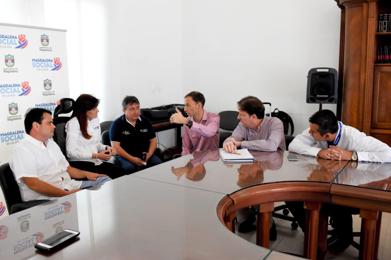 Reunión entre la Gobernadora y directivos de Viva Air.
