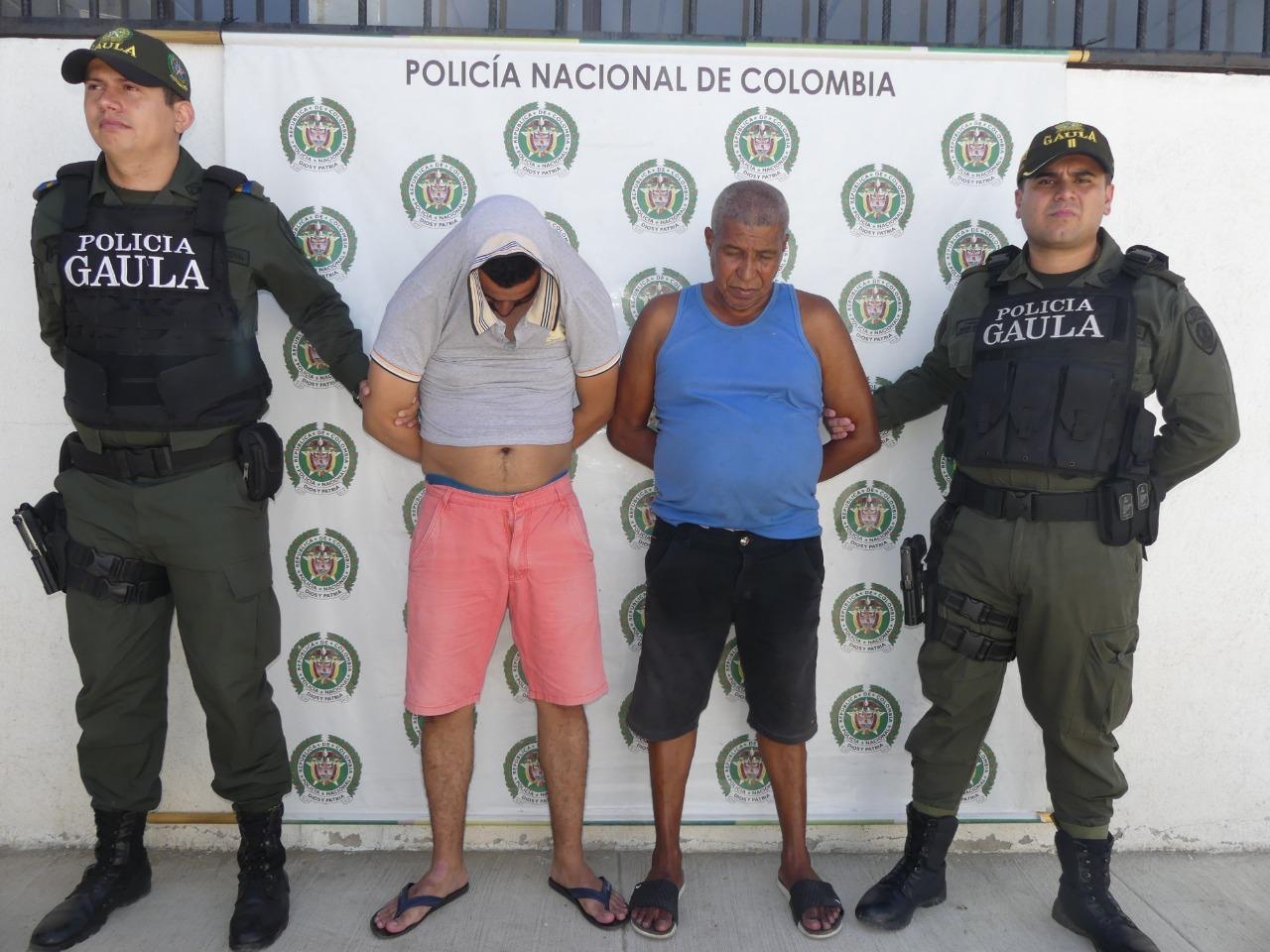 Los capturados Jhon Jairo Vizcaíno Castillo y Roberto Antonio Vizcaíno.
