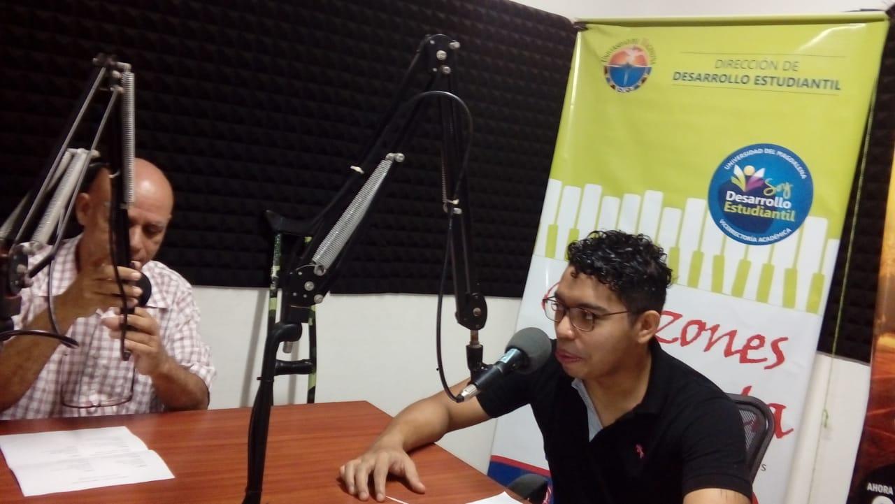Programa radial 'Corazones de Poeta' que dirije Raúl Novoa en Unimagdalena