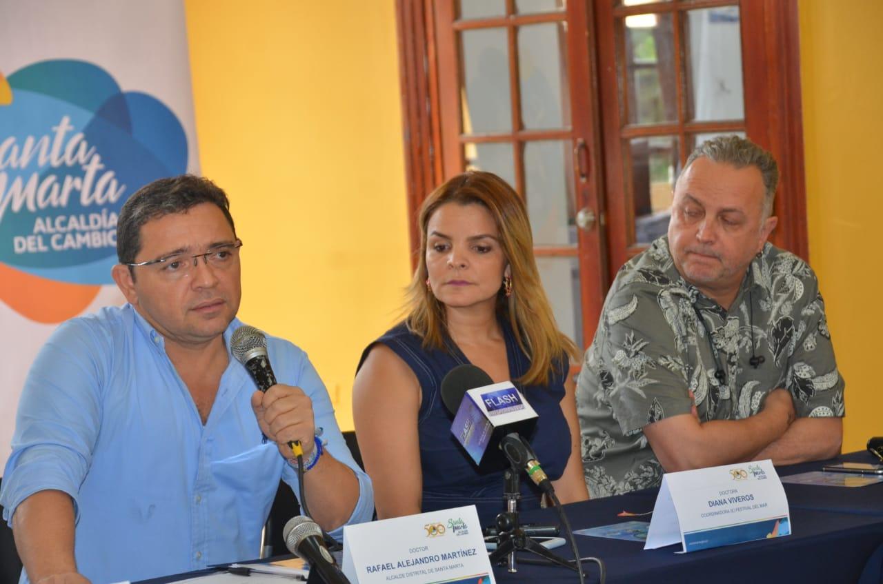 Rueda de prensa en el Salón Amarillo de la Alcaldía de Santa Marta.