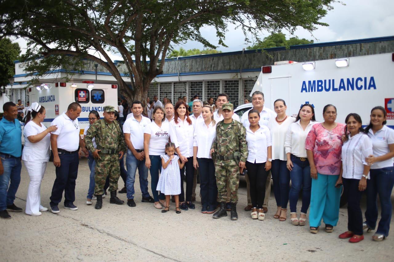 Entrega de dos ambulancias en hospital de Fundación