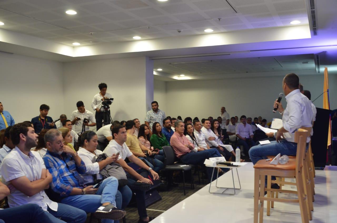 Al debate asistieron acompañantes de los candidatos y periodistas.