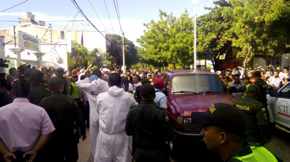 Personas de la etnia Wayúu recogieron el cuerpo y se lo llevaron en una camioneta