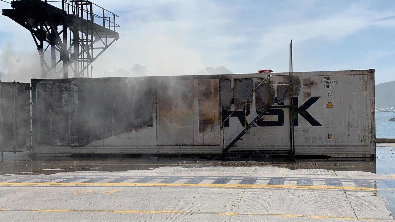 La emergencia presentada se generó por una chispa que prendió la espuma aislante de un contenedor refrigerado.