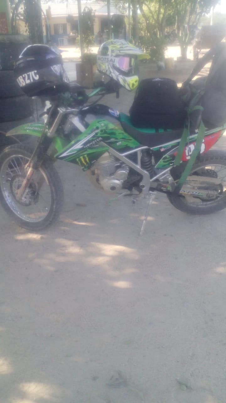 Moto encontrada al lado del cuerpo de Omar Aguirre Arias.