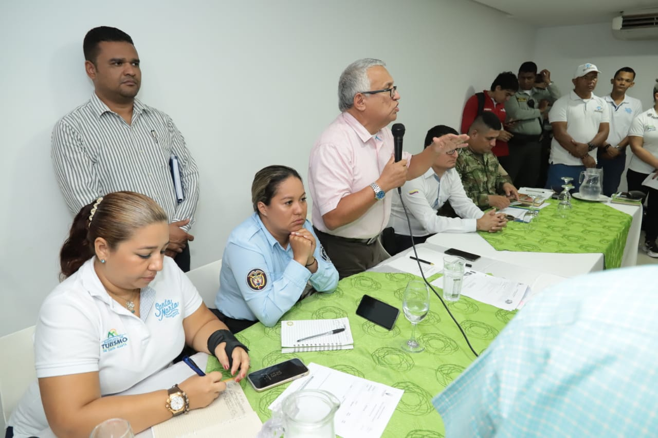 Adolfo Bula, secretario de Gobierno, lideró la mesa de trabajo.