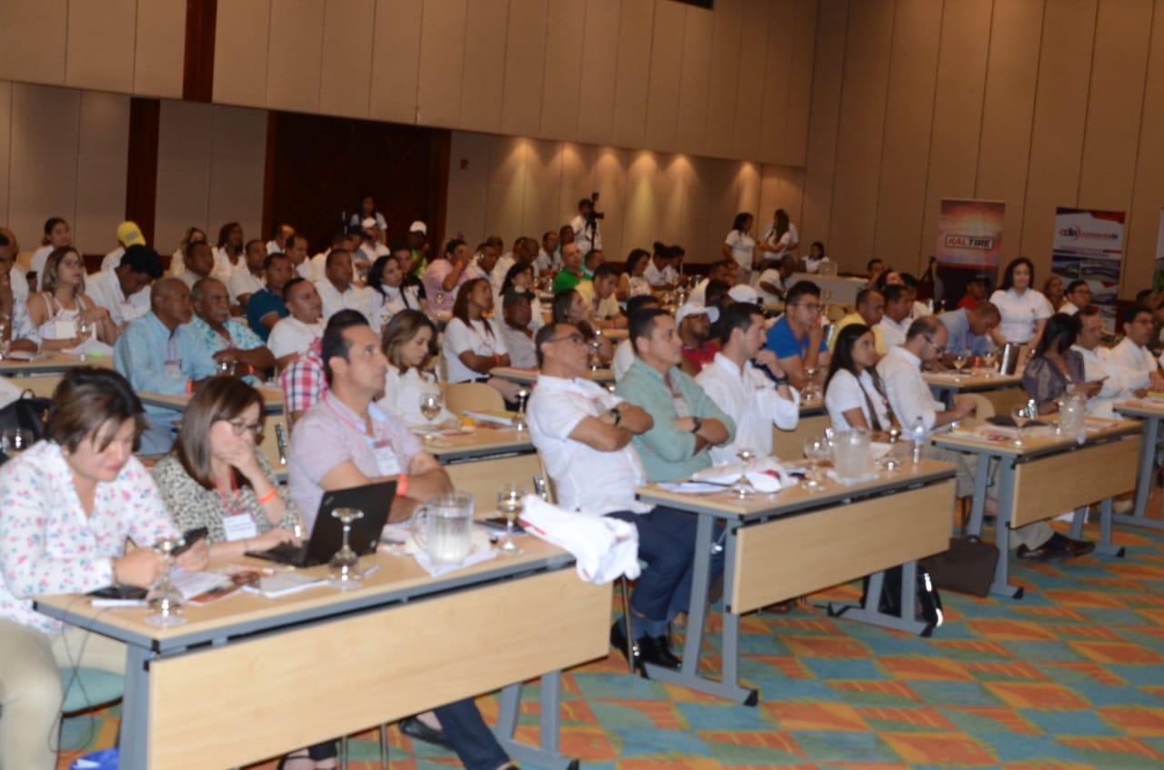 Mandatarios electos del Magdalena y Cesar se dieron cita en el acto de apertura del seminario 'De buen gobierno'.