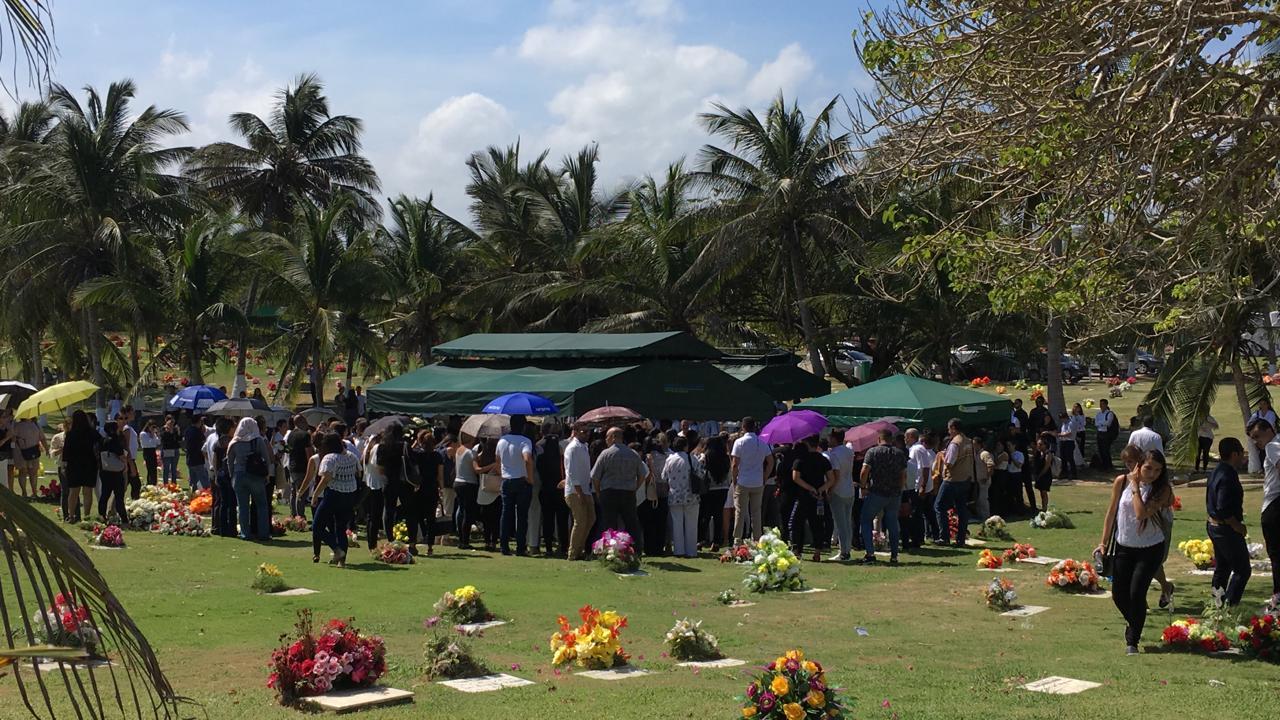 Familiares y amigos de la joven acudieron a Jardines de la Eternidad.
