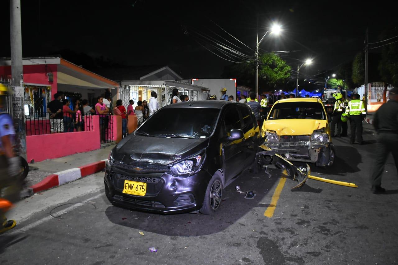 Dos de los vehículos chocados por el camión al quedar sin control en La Manga.