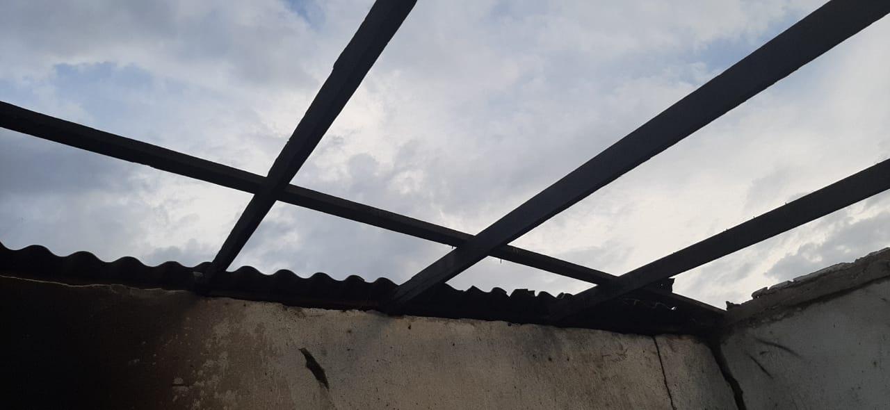 La explosión dejó gran parte de la vivienda sin techo.