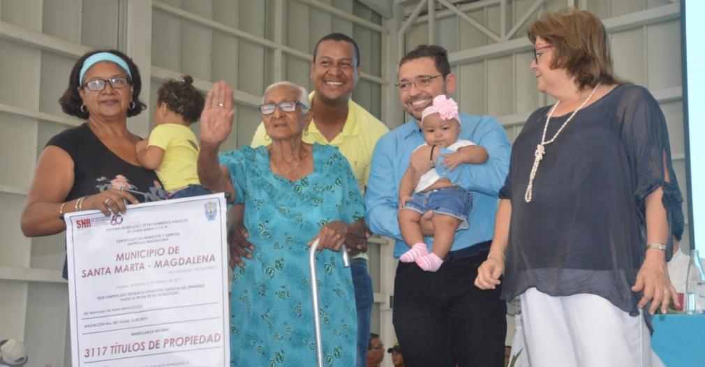 Entrega de títulos de propiedad en Santa Marta