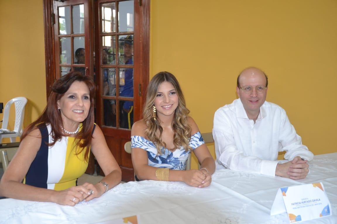 La gobernadora del Magdalena, Rosa Cotes; la Reina Anfitriona 2019, Patricia Hurtado Dávila y el alcalde encargado, Andrés Rugeles.