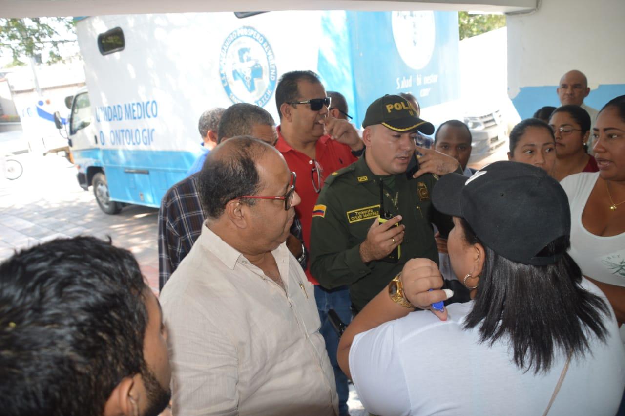 El encargado encargado de la ESE, Jairo Romo, está reunido con voceros de los exempleados.
