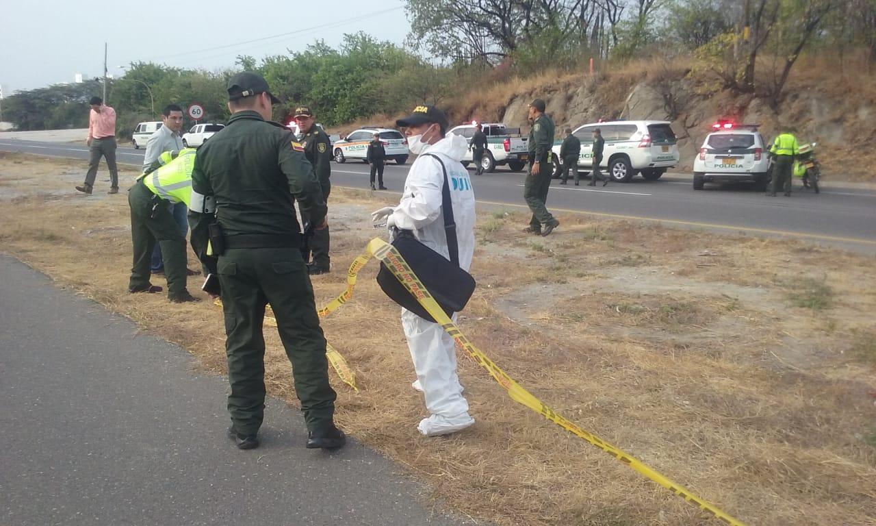 Autoridades hacen presencia en el lugar del atentado criminal.