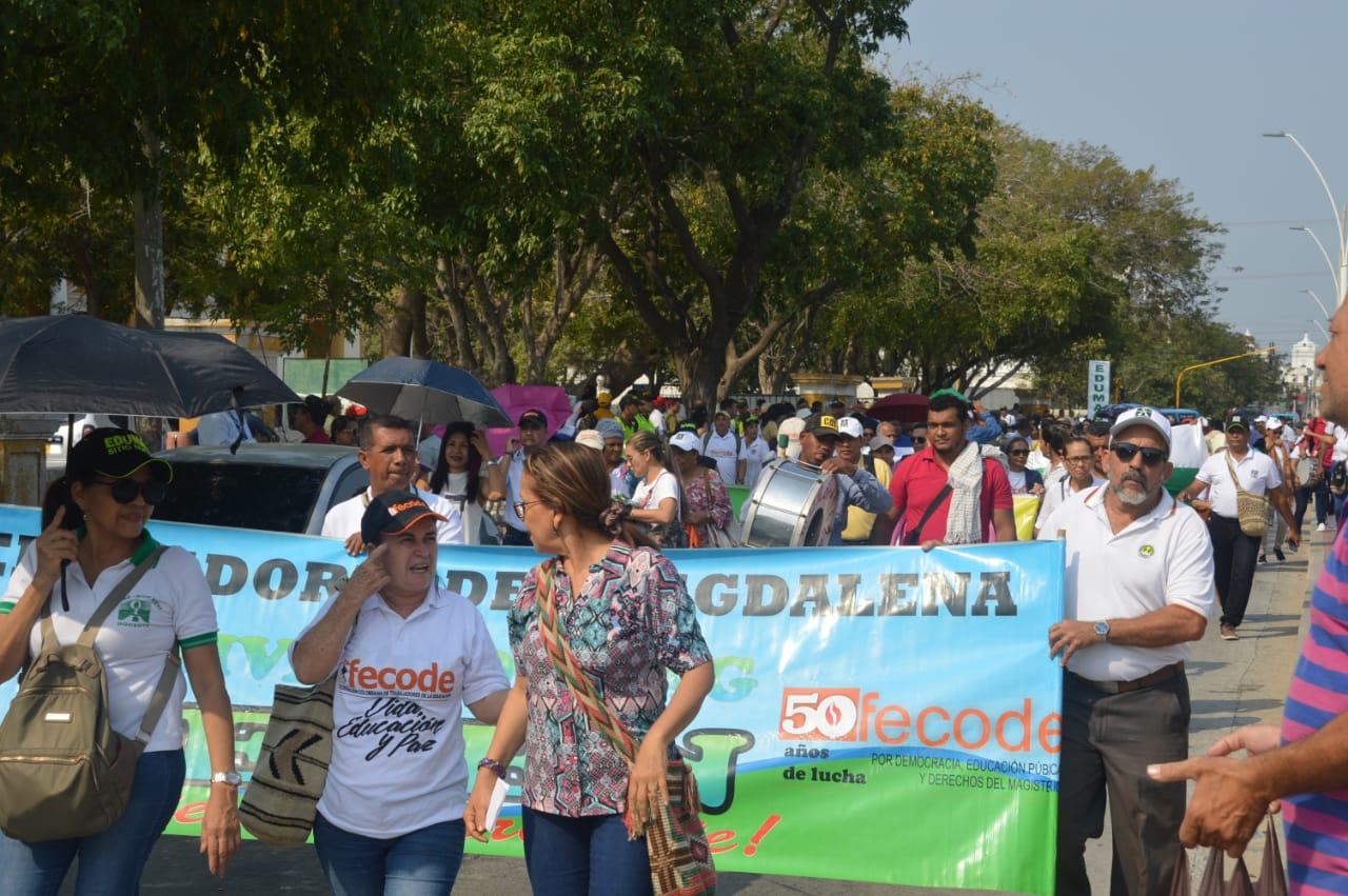Desde temprano se aglomeraron los educadores en el Liceo Celedón.
