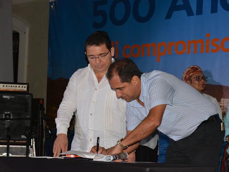 José Pinedo fue el único congresista del Magdalena que asistió a la firma del pacto para los 500 años de Santa Marta.