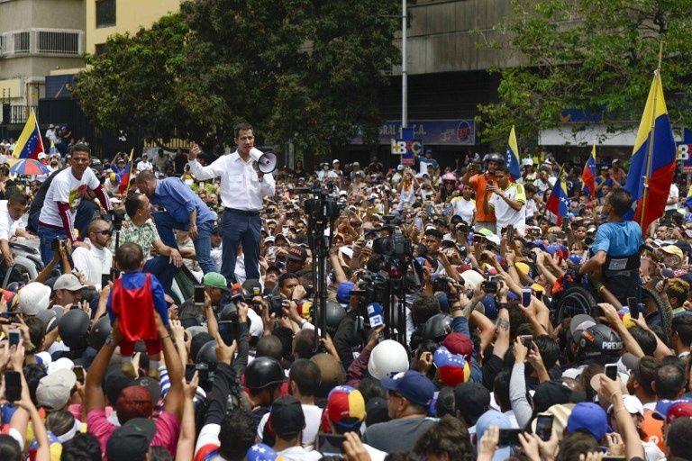 """El jefe del Parlamento de esa nación, Juan Guaidó, solicitará a los diputados decretar """"estado de emergencia""""."""