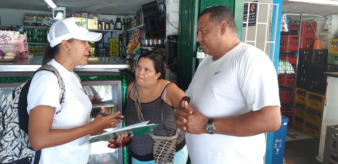 Alcaldía socializa casa a casa proyectos de intervención en camellones de El Rodadero y la Bahía