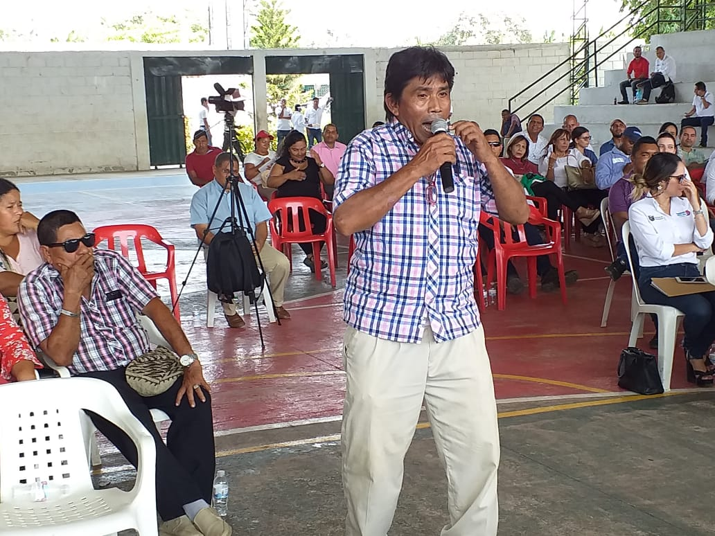 Vladimir Carranza denunció el problema con el agua que se presenta en la jurisdicción.