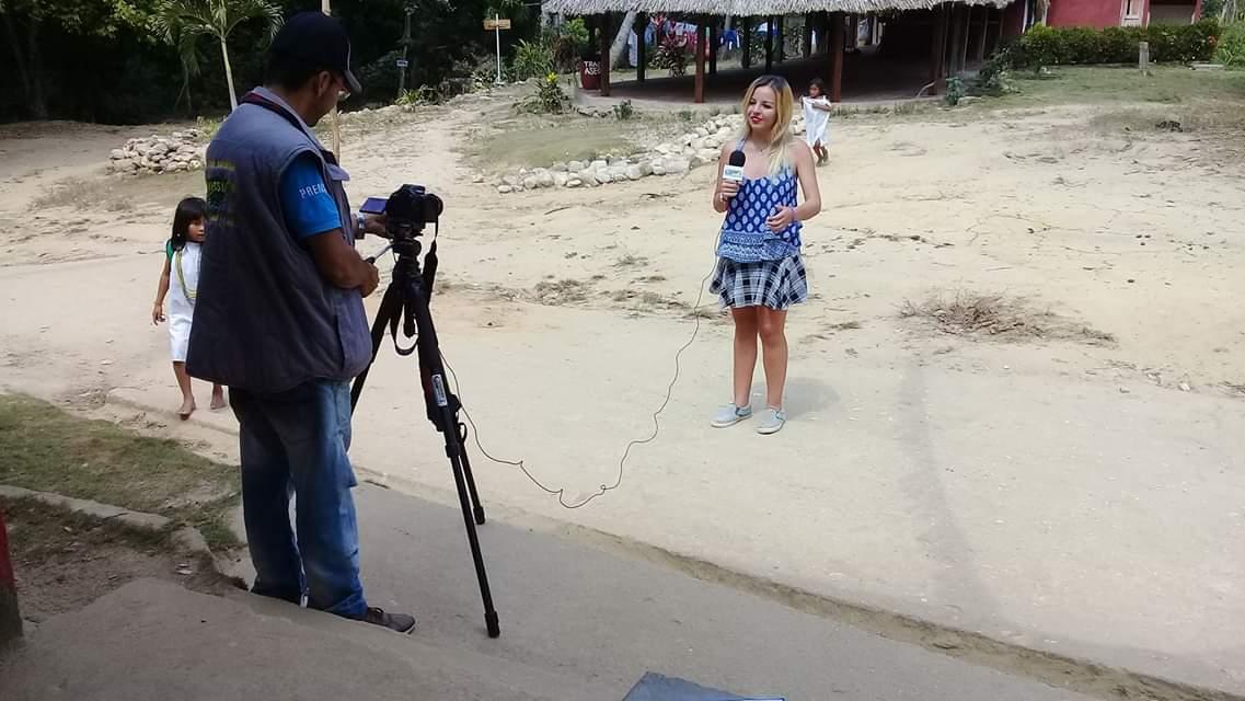 Daniela Salom y Gustavo Durán, grabando imágenes para Travesía TV.
