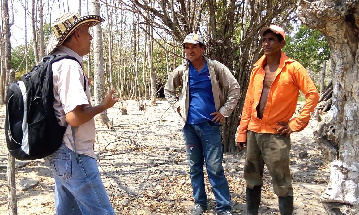 Jairo Holguín, vocero de la Red de Animalistas, durante la visita de inspección.