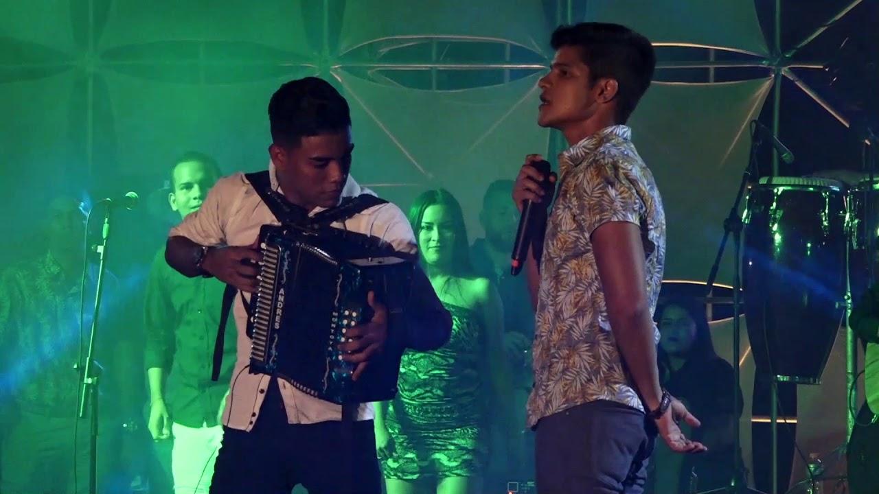 Sneyder Estrada en concierto