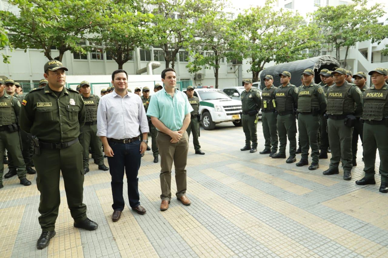 El Alcalde (e) y el Secretario de Seguridad recibieron a los uniformados.