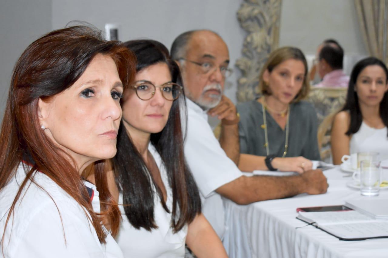 La Gobernadora lideró la reunión que contó con la participación de los distintos gremios del Departamento.