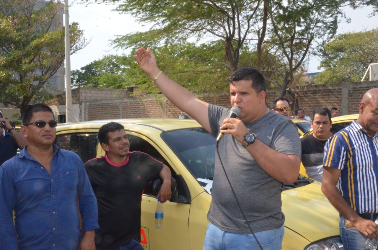 Presidente de Asoprotaxis, Yorley Oses, dando unas palabras en apoyo a Fuerza Ciudadana