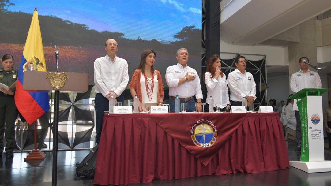 Alcalde Encargado de Santa Marta, Ministra de Educación, Presidente de la República, Gobernadora y el Rector, lideraron el acto inaugural del espacio académico.