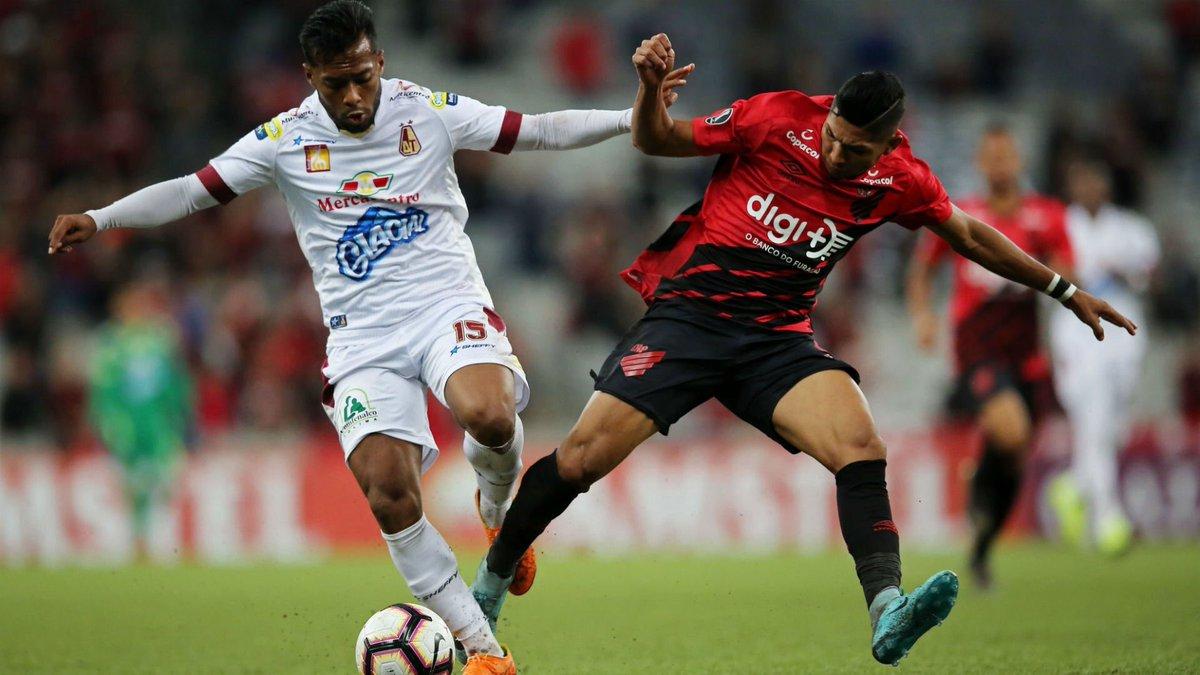 Tolima complicó sus aspiraciones en la Copa al caer ante el Paranaense.