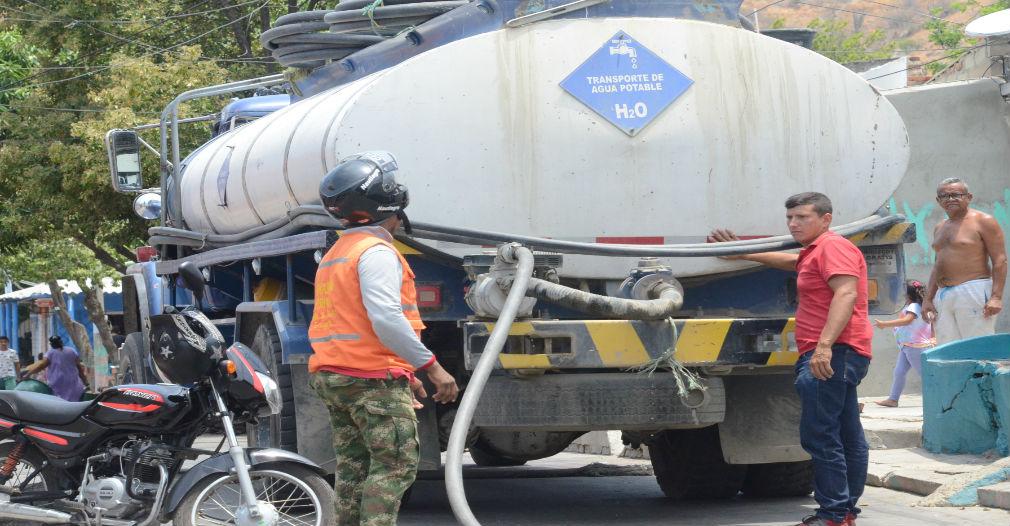 Algunos sectores han tenido que bloquear vías para que le manden un carrotanque.