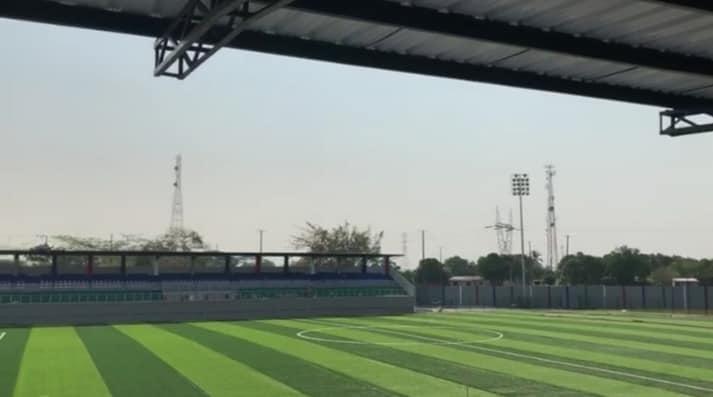 El estadio de fútbol fundanense por primera vez tendrá césped sintético.