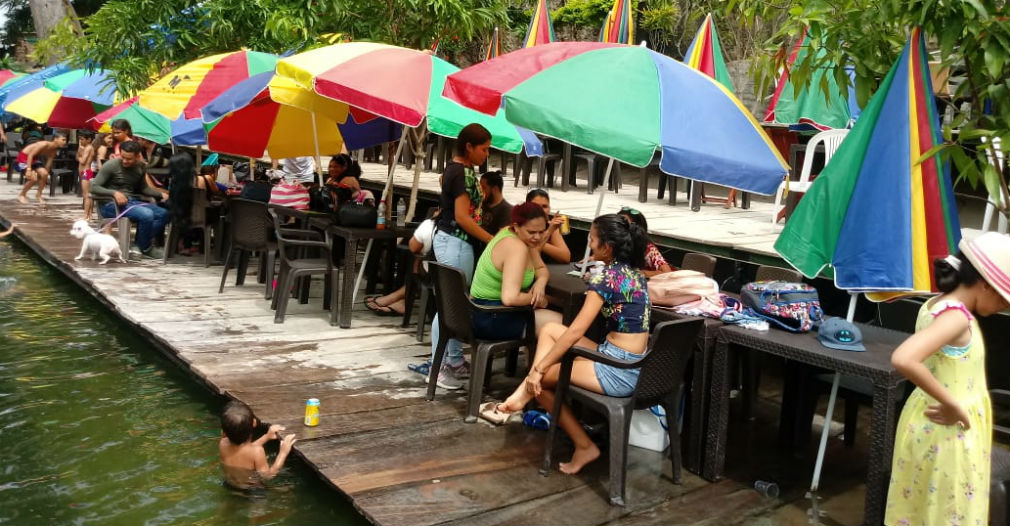 Con una estructura en tablones, el hotel La Macarena también se está apropiando del río.