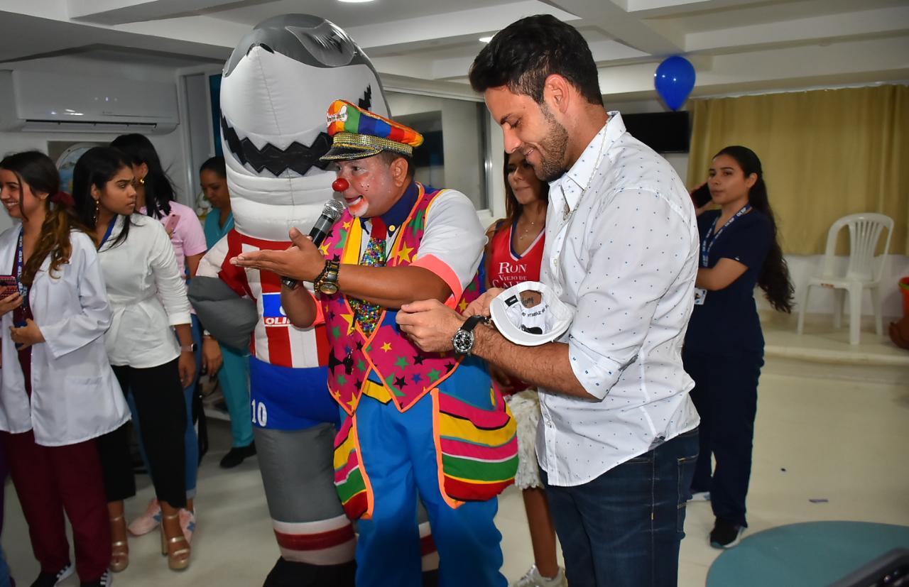 Sebastián Viera en la visita al centro médico.
