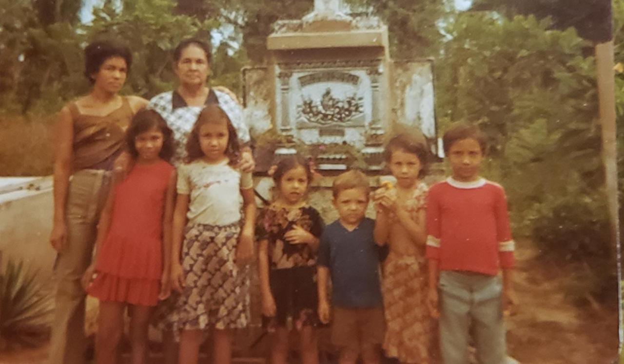 Rafael Martínez (camisa azul) en su infancia en Pedregosa, corregimiento de Guamal.