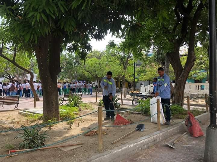Limpieza en el concurrido sector del Centro Histórico de Santa Marta