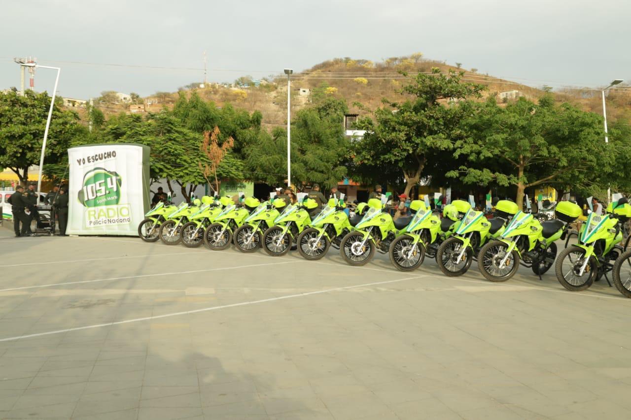 Motocicletas entregadas a la Policía.