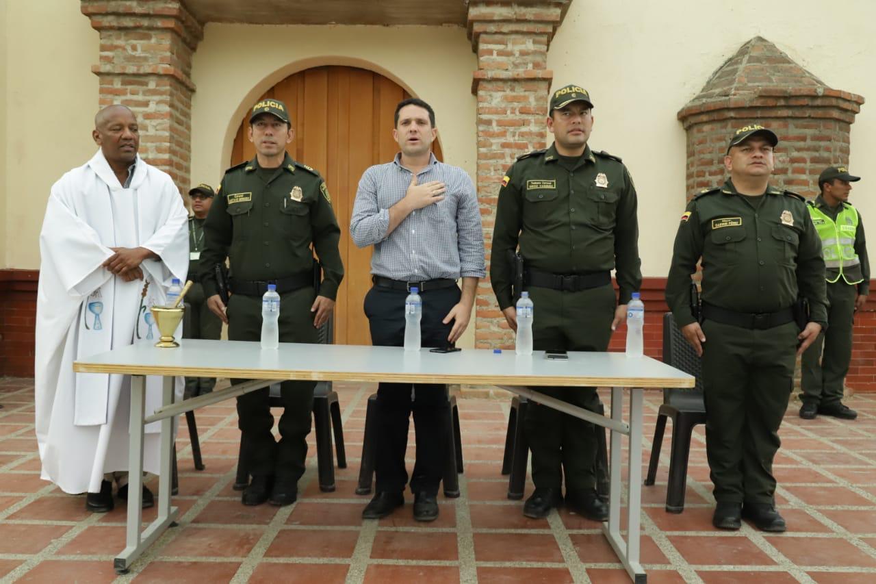 El acto de entrega fue presidido por autoridades distritales y policiales.