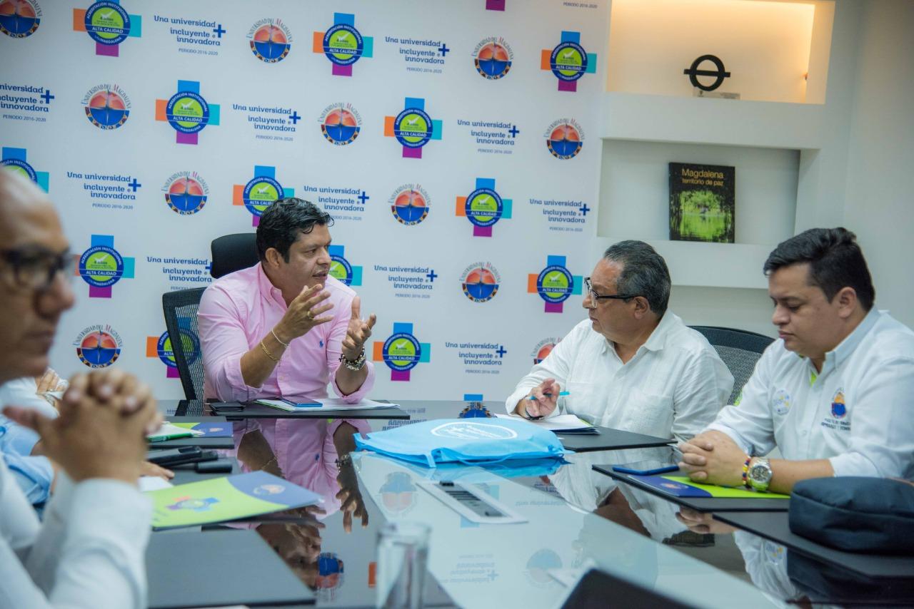 Rector Pablo Vera Salazar en reunión con los expertos evaluadores TedQual que visitaron la Institución en agosto del año pasado.