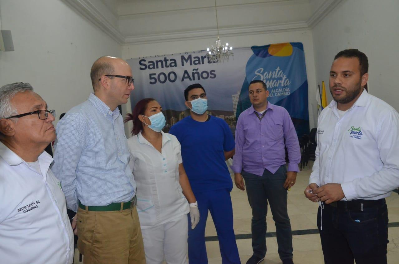 Diálogo entre el alcalde (e) Andrés Rugeles y el secretario de Salud, Julio Salas.