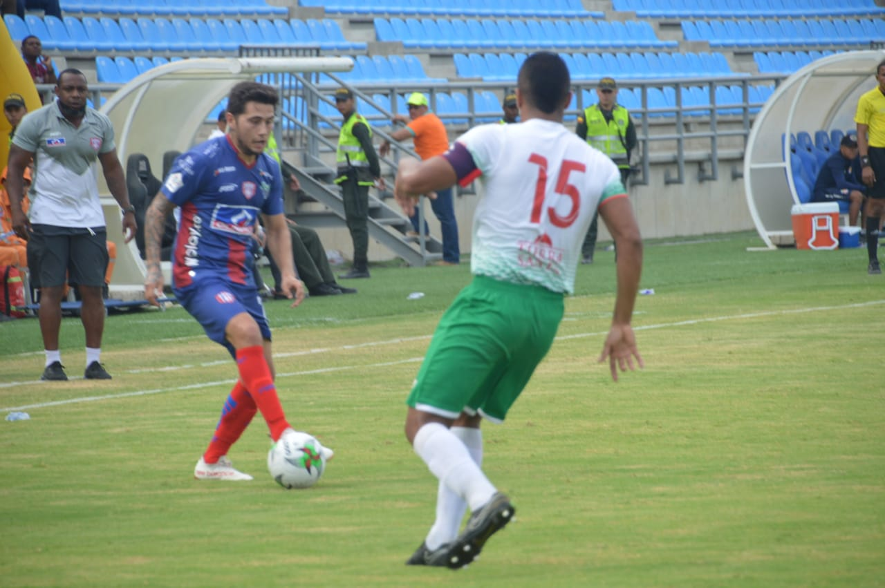 El atacante mexicano comenzó como titular, después fue relegado al banco y en los últimos partidos vio más minutos.