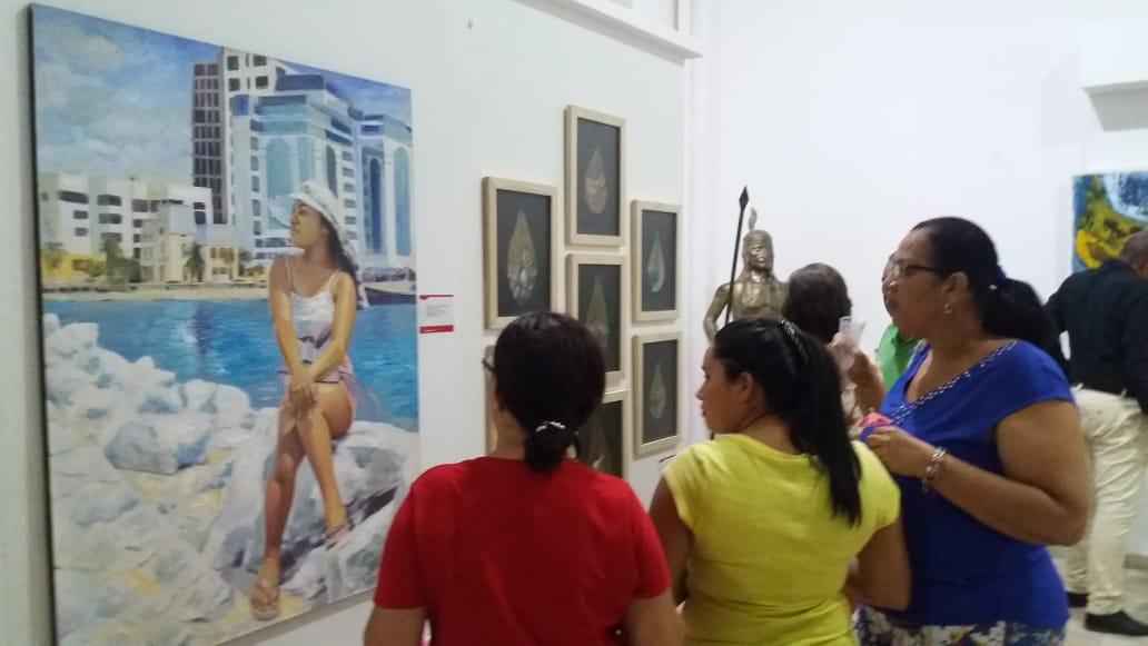 La muestra de arte está compuesta por 20 obras de 9 artistas de la zona.