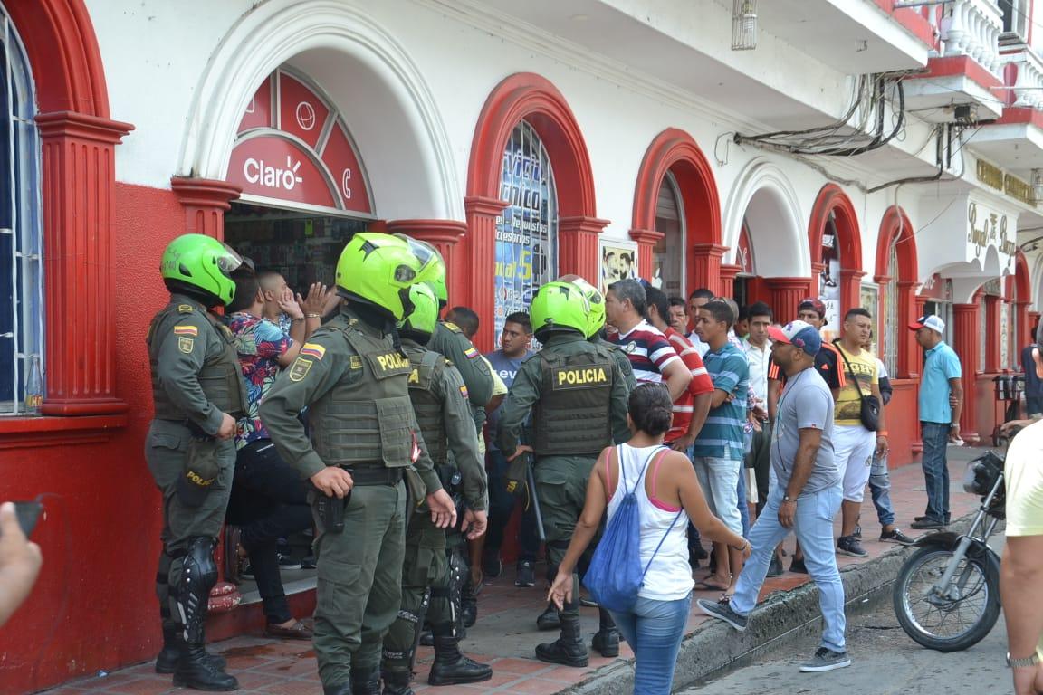 la Policía Metropolitana de Santa Marta llegó hasta el lugar para realizar la captura